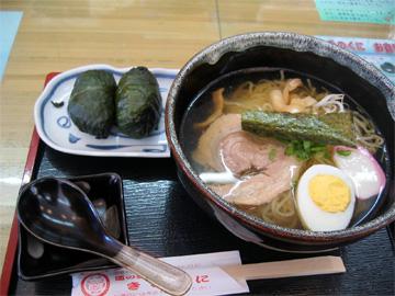 道の駅きのくにのめはり寿司と塩ラーメンセットです。