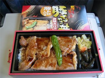 品川駅 豚てりやき丼です。